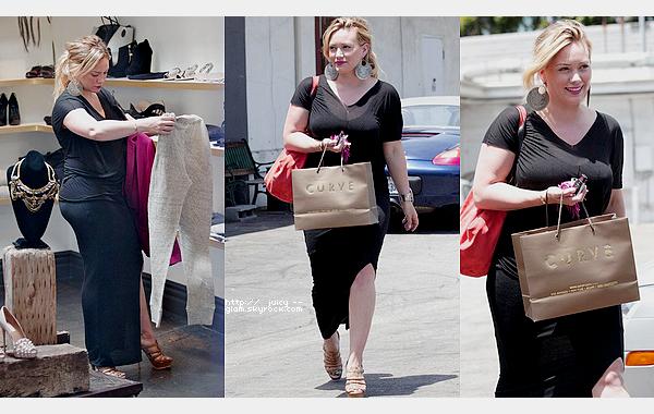 """___l__________________________________________________________________________________________le mardi 10 juillet 2012_Hil faisant seule du shopping dans Los Angeles, elle a d'ailleurs fait des achats chez """"Curve"""".TOP !! j'adore sa tenue et son make up !!!"""