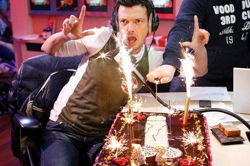 Piètre et son gâteau d'anniversaire