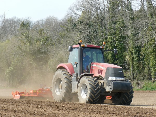 Préparation de terre a maïs Case Magnum 280 & Kuhn HR 6003 DR !