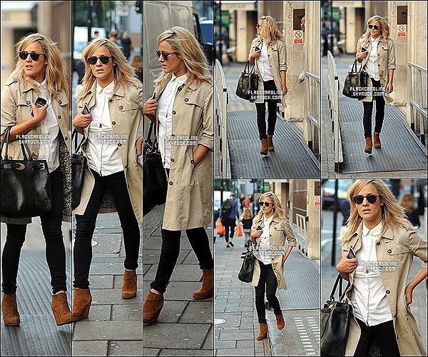 19/09/2012 || Caroline F. a été aperçue sortant de la radio BBC Radio 1 à Londres. Que dire a part que Caroline est juste magnifique, j'adore sa tenue, simple mais jolie. Et toi en pense quoi? TOP ou FLOP?.