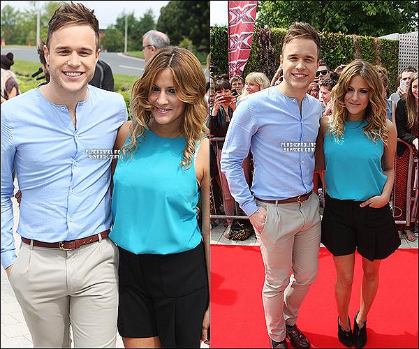 01/06/2011 || Caroline & Olly Murs sur la Red Carpet des auditions de X Factor UK. Caroline Flack est magnifique, toujours souriante et j'aime beaucoup sa tenue. Et toi tu en pense quoi? TOP ou FLOP?.