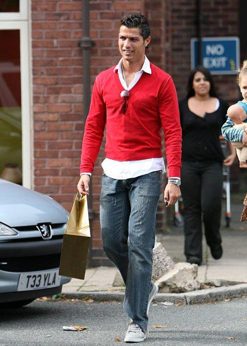 GuerissezSTYLE: Le Style (Streets) de....Cristiano Ronaldo/ Face II Le 25 Janvier 2011!