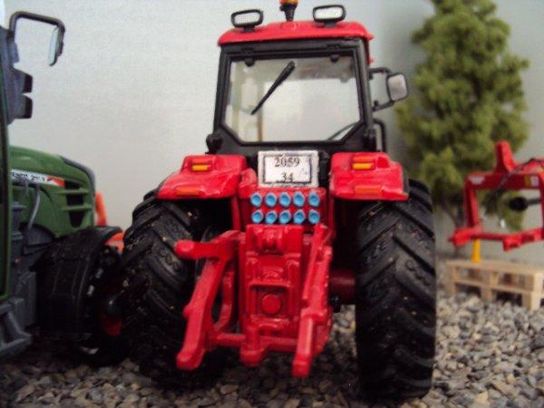 tracteur avec plaque d'immatriculations