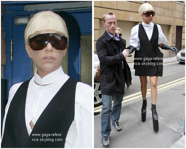 .                                                                                                                                                                                                                      03 Novembre 2010 - Lady Gaga était à Londres quittant le Bikram Yoga Centre                                                                                                                           .                                                                                                                                                            Ton avis ?                                                                                                                                                                                                                   .