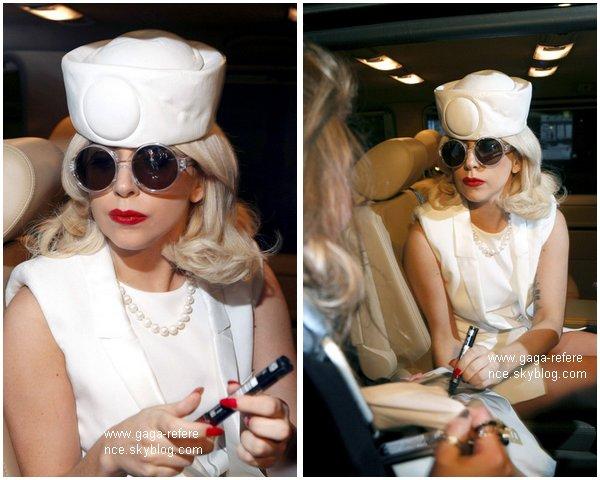 .                                                                                                                                                                                                                      10 Novembre 2010 - Lady Gaga a été aperçue à la sortie de son hôtel, à Vienne, en Autriche                                                                                                                           .                                                                                                                                                            Votre avis ?                                                                                                                                                                                                                   .
