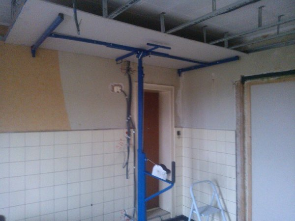 aujourd'hui faut plafond avec mon frangin demain la suite avec les mur