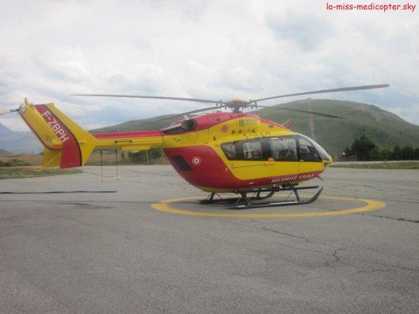 BK117 EC145 de Grenoble au détachement de l'Alpes d'Huez