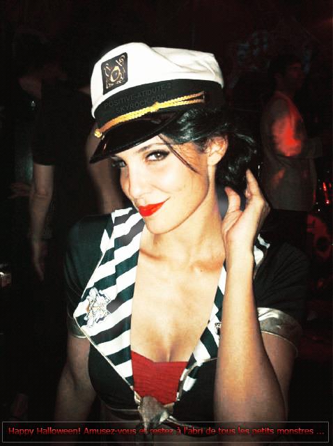 31 Octobre 2010 , @DanielaRuah à posté sur Twitter une photo d'elle déguisée en marine