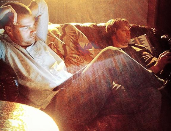 Daniela Ruah , Chris O'Donnell ont postés des photos d'eux avec les casts sur leur instagr via twitter