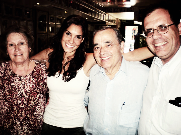 -17.05.11- (Candid) Daniela Ruah et son père Moïse Ruah au Solar dos Presuntos
