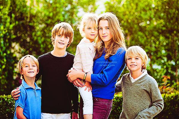 Découvrez les photos du portrait de famille de Chris O'Donnell faites en décembre 2012 par Jules Bianchi