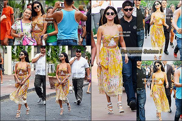 18/07/14 :  Selena Gomez  profitant du 7ème jour du festival « Ischia Global Film and Music » à Ischia en  Italie. Je trouve la tenue de Sel Gomez géniale, petit hic: les chaussures! J'ai vraiment du mal à accrocher.. Si non pour moi c'est un beau top.