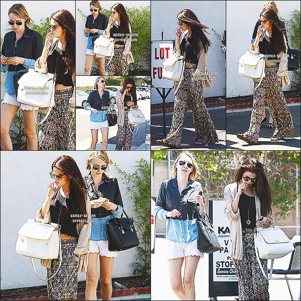 10/06/13 : Selena est allée au -Kabuki Restaurant  avec sa styliste à Tarzana qui est situé dans la Californie  Étant donc sur l'heure du midi, Selly avec une amie, sont allées manger au restaurant japonais. Selly porte une tenu plutôt bohème