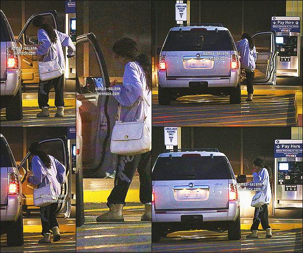 13/06/13 : Selena a été aperçue quittant l'hôpital de NorthRidge qui est situé dans la -Californie à LA  La petite-s½ur de Selena est enfin née ! Alors content ou pas ? Sa soeur s'appelerait Gracie Elliot Teefey, jolie prénom