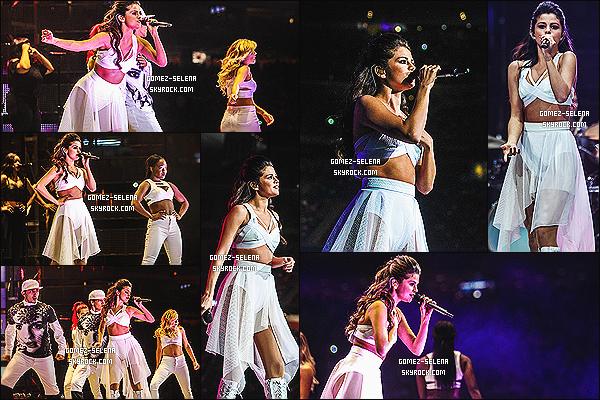 09/03/14 : Selena G. performait lors du RodeoHuston au Texas, en compagnie de ses danseurs - de tournée.  Bien sur, avant sa performance, l'adorable Selena Gomez a posé avec les fans lors d'un Meet&Greet, mais les photos ne sont pas HQ.