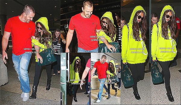 10/07/13 : Selena a été vue à l'aéroport de L.A.X. qui est en Californie à L.A au côté de son beau-père Brian  Selena déjà rentrée de sa promotion à Berlin en Allemagne, adopte un pull de sa marque pour Adidas Neo qui est très fluorescent !
