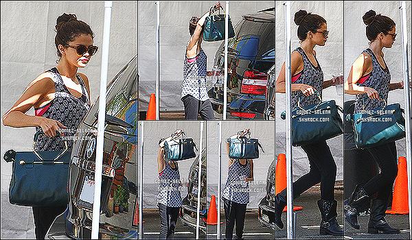 12/07/13 : Selena a été vue alors qu'elle se rendait dans un studio de danse qui se trouve dans Los Angeles   Selena s'est rendue en Californie dans un studio de danse probablement pour continuer ses répétitions pour le Stars Dance Tour