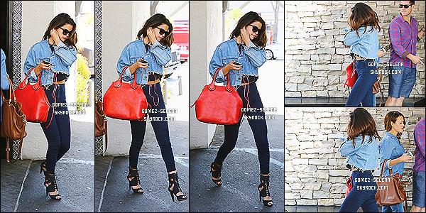Récapitulatif et suite des nouveautés de miss Selena Gomez datant du 21 avril dernier.   Selena s'est donc rendu au restaurant Case Vega pour ensuite aller au complexe The Commons et aller au Marmelade Cafe à Calabasas !