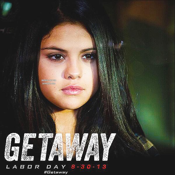 22/07/13 : Selena a été repéré lorsqu'elle arrivait à son domicile qui se situe à -Los Angeles, en Californie !  Selena était habillé tout en noir, on ne l'a voit que de dos malheureusement! J'aimes beaucoup son leegins en cuir et ses bottes. ۰۰