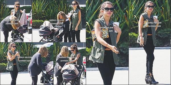 10/08/13 : Sel' a été vue au centre commercial « Topanga »  pour du shopping avec sa mère et Gracie.  On retrouve toute la petite famille dans la même journée continuant leur journée shopping. Superbe tenue pour la Gomez !