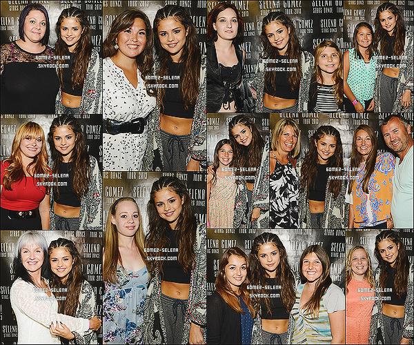 18/08/13 : Meet & Greet de Selena avec plusieurs « fans » qui s'est tenu après son concert à Saskatoon Juste en dessous, photos du concert à Winnipeg au Canada ! Le prochain concert se déroulera à Ottawa, capitale du Canada !