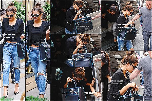 20/09/2013 : Sel, sa danseuse préférée accroché au bras, se promenait dans les belles rues de la ville de Milan.  Dans la journée S. fera plusieurs allés-retours à son hôtel et profitera de cette journée pour faire du shopping, dont la boutique Versace