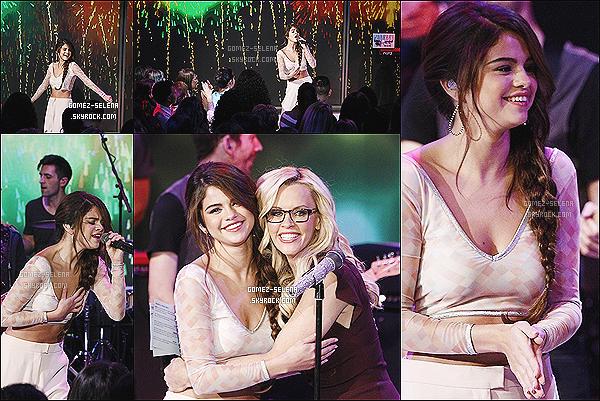 15/10/13 : Selena a posé avec ses fans pour les Meet&Greet, - cette fois à Buffalo dans la ville de New-York.  Encore une fois les photos du concert sont de très mauvaises qualités, et donc en question d'esthétique, je ne mettrai pas sur le blog.