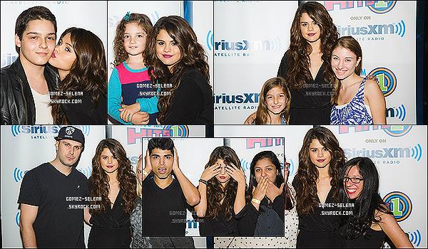 16/10/13 : Selena étant à la radio Sirius XM qui siège à New-York, a fait un Meet&Greet avec les fans présent  Par la suite, elle a fait un soundcheck pour la radio et les fans présent. Mandy, Bryan et sa petite soeur Gracie sont aussi à New-York !