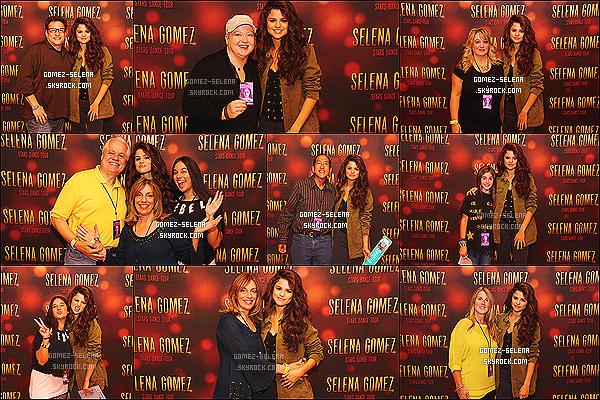 19/10/13 : Encore une fois, Selena a donné un Meet&Greet avec ses fans à Uncasville dans le Connecticut !  Une fois de plus, les photos du concert sont de mauvaises qualités et, non disponnible sur le blog. Comment trouve-tu les photos ?!