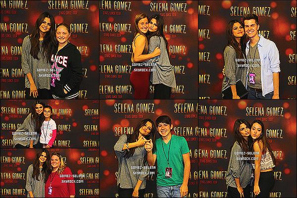 23/10/13 : Encore pour le « Stars Dance Tour » Selena Gomez donnait un concert à Louisville au Kentucky !  En dessous, vous pouvez aussi découvrir le Meet&Greet de Louisville ainsi que celui de la veille (22/10), à Hershey en Pennsylvanie