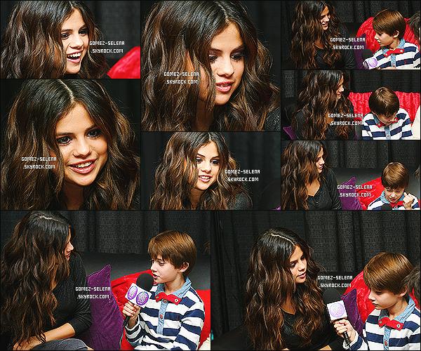 26/10/13 : Selena G. donnait un interview au «The Bert Show» où elle a été interviewer par deux petits garçons   Des clichés de Sel dans deux hôpitaux différents sont apparue sur la toile. Malheureusement, les photos sont de mauvaises qualités !