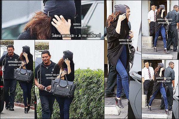 24/01/14 :  Gomez aujourd'hui a été vue après avoir déjeuné, quittant le restaurant « Kabuki »,  de  Los Angeles!  Visiblement Selena joue à cache cache, ou au ninja! C'est de l'humour bien sûr. Elle doit juste en avoir marre des pap'z qui la traquent..