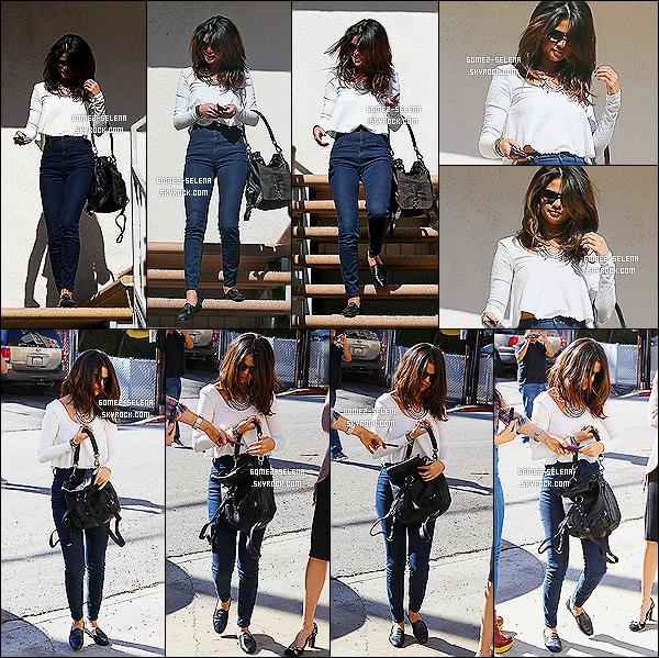 03/02/14 :  C'est à Los Angeles, que Selena G. a été photographié en quittant un studio au cours de la journée.   Selena Gomez était dans ce studio pour un audition, qui est certainement pour un prochain rôle au cinéma. Hâte d'en savoir plus ?!