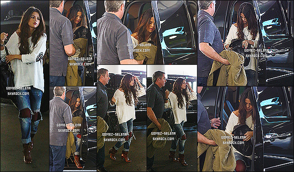 23/02/14 : Selena G. était en train de sortir de la maison d'une amie dans le quartier de « Los Angeles » en CA.  Selena a été vu assise dans l'aéroport attendant son avion, elle passe son temps à voyager en ce moment. Comme direction : Colorado !