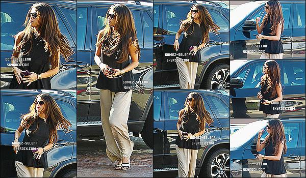 05/03/14 :  Selena Gomez  , a été aperçu se rendant a un rendez-vous dans le quartier de Sherman Oaks à LA.   Je n'aime pas du tout la tenue. + Plus tard dans la journée elle a été vu commandant au drive du fast-food In-N-Out, un top ou flop ?
