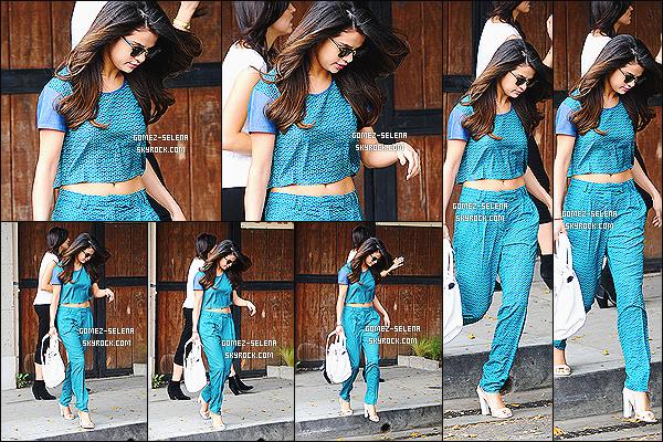 21/03/14: Selena Gomez a été photographié lorsqu'elle quittait le salon de beauté Nine Zero One, Los Angeles  Un peu après Selena a été photographié en compagnie de Kendall Jenner pendant que celles-ci mangeaient. C'est un gros top pour S.