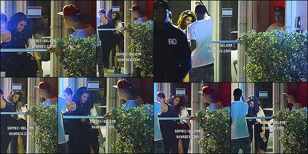 08/04/14 : Au cours la soirée Selena a quitté un studio d'enregistrement avec Justin Bieber, se situant à Miami   Ils étaient d'ailleurs avec Madison Beer, une photo d'elle et Selly a été posté sur la toile. Et oui, le couple semblerait de retours, vos avis ?