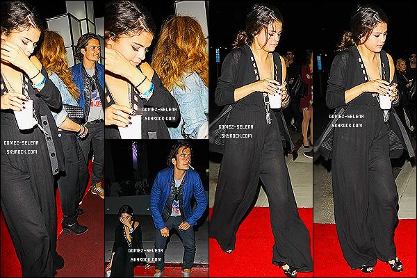 26/04/14 : Miss Gomez, a été photographiée arrivant « Chelsea Handler Show » dans Los Angeles en (CA) ! La miss est donc décidé à sortir ces derniers temps - Effectivement elle était en compagnie de Orlando Bloom, un jolie top ou flop ?!