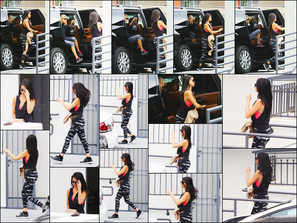 - 18/01/16 - En journée, Selena Gomez arrivait dans un gym en compagnie de Taylor Swift à Los AngelesAprès plusieurs photos Instagram au cours des derniers jours, les deux meilleures amies sont bel et bien réunies ! Aimes-tu la tenue sportive de Sel ?!-