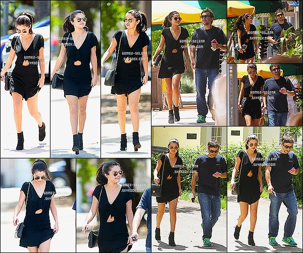 12/07/14 : La brune Sel Gomez , a été remarquée se promenant avec Harmony Korine dans les rues de Miami. Toujours dans la même journée, la belle a été vue à l'aéroport de Miami encore! C'est qu'elle y passe sa vie ! Top pour la coiffure de Selly!