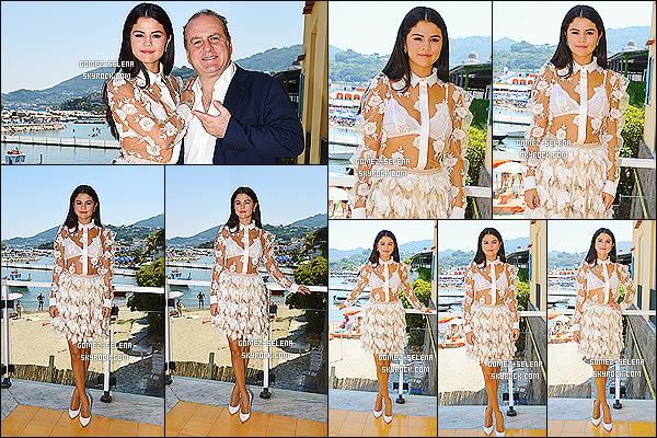19/07/14 :  Selena était encore une fois présente lors du « Globel Fim & Music Fest » pour Rudderless à Ischia.  Cette fois Selena donnait une conférence de presse toujours pour la promotion du film dont elle est en tête d'affiche. C'est un top pour S.