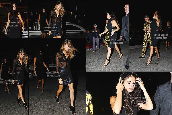 21/07/14 : Toujours en compagnie de Cara D., Selena Gomez a été vue en allant à un restaurant à Saint-Tropez. Il semblerait que Selena Gomez ai décidée de célébrer son 22e anniversaire en France. Pour sa tenue, miss Gomez nous fait un petit top !