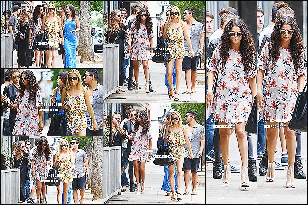 03/08/14 : Journée chargé pour la miss Gomez en matinée elle allait déjeuner dans les environs de Studio City. Après elle a quitté le restaurant avec sa bande d'amis. Elle a eut un accident de voiture, un petit accrochage rien de grave ! Top ou flop pour Selena ?!