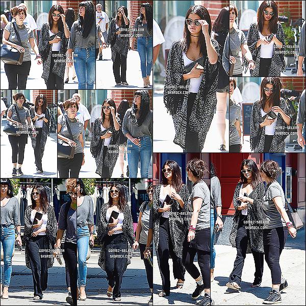 21/08/14 : Selena Gomez était de sortie en ville pour luncher avec ses amies à West Hollywood, en Californie.  Toujours active sur instagram, une photo de Selly dans un salon de coiffure a été posté apparemment celle-ci a eu le droit à un traitement capillaire !