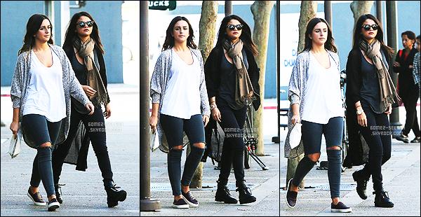 . 02/11/2014 -  Sel Gomez avec une amie, vue quittant un «  Starbucks » dans Los Angeles! .