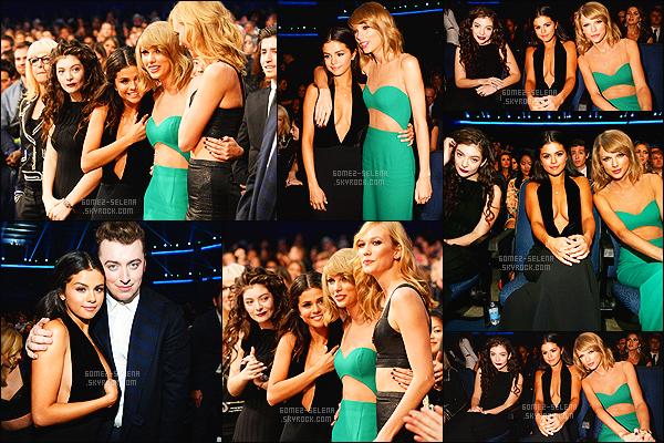 - 23/11/14 : La belle  Selena Gomez , s'est rendue à la cérémonie des  American Music Awards, à Los Angeles. Elle a tout d'abord été vue posant sur le red carpet puis à l'audience ensuite performant sur  The Heart Wants What It Wants, très élégante. -