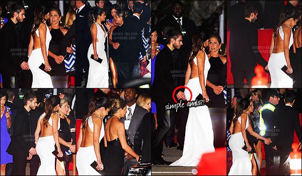 - 11/01/15 : La belle Selena Gomez quittait l'hôtel « Hilton » à Beverly Hills avec Jennifer Aniston et ses amis. Pensez-vous que SG est en couple avec Zedd ?! - Ils ont été photographié en arrivant à l'hôtel Sunset Tower à LA - montage en dessous du texte ! -