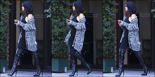 - 15/01/15 : La belle Selena Gomez a été photographié en quittant le restaurant « Mr Chow » vers Beverly Hills. Personnellement, j'aime beaucoup la tenue de Selly. Pas très coloré, mais un ensemble qui lui va très bien. J'aime un peu moins les bottes, ça passe. -