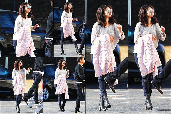 - 21/01/15 : Selena Gomez rejoignait une loge sur le tournage de « The Revised Fundamentals » en Georgie. Le tournage de ce film est déjà commencé, et on risque d'avoir surtout des news concernant le film. Et sinon - qu'en penses-tu de la tenue de SG ?! -