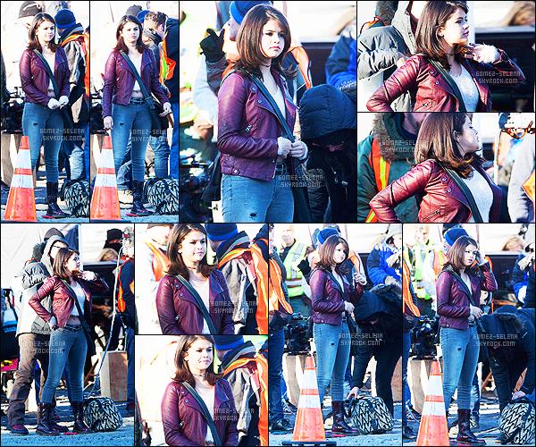 - 28/01/15 : Selena Gomez tournait une scène en compagnie de Paul Rudd, cette fois-ci dans la ville de White. De nouveau dans la peau de Dot, Selena tournait une nouvelle scène pour son nouveau film. Même tenue pour son personnage - tu en penses quoi ?! -